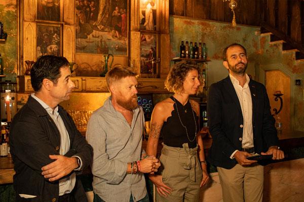 Movistar presenta en Sevilla la taberna oficial de la serie original 'La Peste'