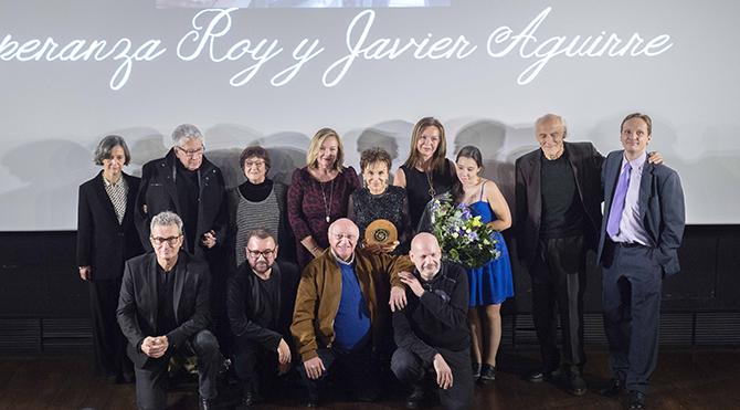 Esperanza Roy recibe en su nombre y en el de Javier Aguirre la Medalla de Oro de la Academia