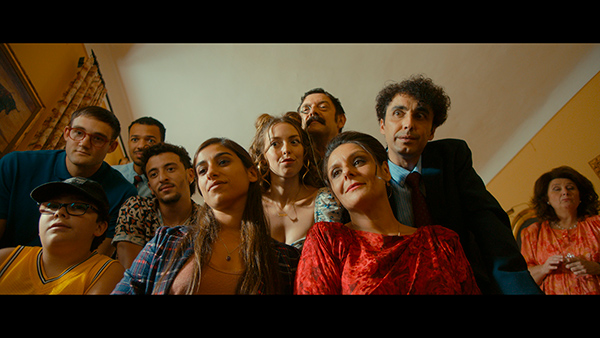 Vicente Villanueva se ríe de los prejuicios sociales en 'Sevillanas de Brooklyn'
